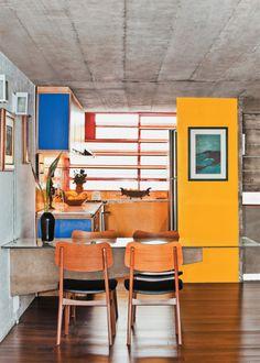 Cimento, cores e vitrô.