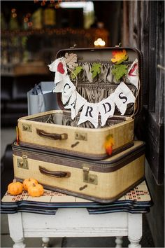 vintage suitcases used to collect cards @weddingchicks