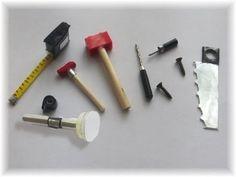 Cómo hacer herramientas para muñecas y muñecos / How to make a doll tool...