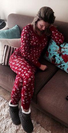 A linda Karina Valentim do insta: @karinagindero , usou pijama e bota de tricot Jogê, amamos esse momento de relax ❤️
