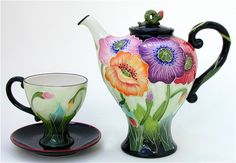 Poppy Teapot and 2 Cups and Saucers