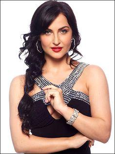 I cannot even compare myself with Katrina, says Elli Avram! - http://www.bolegaindia.com/gossips/I_cannot_even_compare_myself_with_Katrina_says_Elli_Avram-gid-36853-gc-6.html