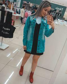 Look estiloso e despojado com bota vermelha + jaqueta jeans!! Ideias Fashion, Shirt Dress, Shirts, Dresses, Red Boots, Jean Jacket Hoodie, Vestidos, Shirtdress, Dress
