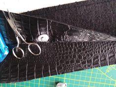 Tuto couture - Avenue N° 5 Mini Pochette, Purses, Bracelets, Silver, Leather, Jewelry, Tutorials, Patterns, Library Bag