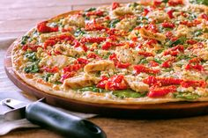 Check out this awesome deal at Papa Murphy's! Get Off all online orders today only! Use promo code Don't wait! Take advantage of this deal now! Score a cheap lunch or dinner for the family! Herb Chicken Recipes, Online Pizza, Greek Pizza, Mediterranean Chicken, Dessert Pizza, Food Photo, Vegetable Pizza, Easy Meals, Pizza