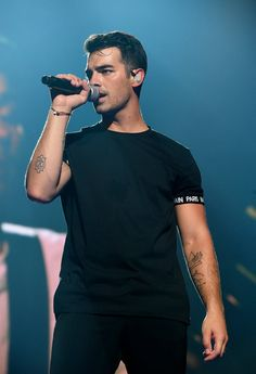 Photo of The First Look at the Jonas Brothers' Reunion Tour Will Have You Crying Happy Tears Joe Jonas, Jonas Brothers, Celebrity Crush, Celebrity Photos, Celebrity Guys, Happy Tears, Big Sean, Handsome Boys, Beautiful Boys