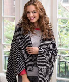 """""""Mitered Square"""" heißt die interessante Technik mit der dieser übergroße kuschelige Schal gestrickt wird. Das Muster sieht zwar in schwarz-grau edel aus, kommt aber in vielen anderen..."""