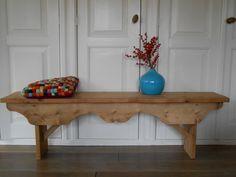 Bank 'Lienke'  Ik maak authentieke keukens, badkamermeubels en andere meubels. Voornamelijk van oud, doorleefd en duurzaam hout. Mail of bel: info@benosinga.nl / 0511-45 27 83