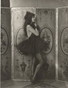 "Dolores Costello, Ziegfeld girl, by Alfred Cheney Johnston, ca. 1923 Dolores Costello, ""goddess of the silent screen"" and Drew Barrymore's grandmother Dolores Costello, Photos Vintage, Vintage Love, Vintage Photographs, Vintage Beauty, Vintage Black, Vintage Portrait, Vintage Style, Vintage Dress"