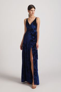 Customer review: This is a great dress for a good price. #velvetdress #Alfabridal #bridesmaiddresses Velvet Bridesmaid Gowns, Patterned Bridesmaid Dresses, Inexpensive Bridesmaid Dresses, Knee Length Bridesmaid Dresses, Mismatched Bridesmaid Dresses, Mix Match Bridesmaids, Velvet Gown, Lace Evening Dresses, Spaghetti Straps