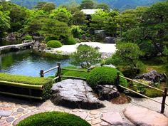 Beautiful-gardens-in-Japan-27
