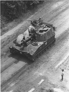 Self-propelled-howitzer-vietnam - Weapons of the Vietnam War - Wikipedia, the free encyclopedia