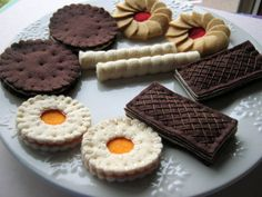 Play food felt cookies by DusiCrafts on Etsy Felt Food Patterns, Felt Cake, Felt Play Food, Pretend Food, Homemade Toys, Fake Food, Food Crafts, Felt Diy, Diy For Kids
