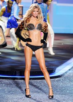 Tighten & tone your core with this Victoria's Secret Angel ab video