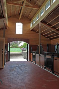 Yes! Love how open! In my opinion stables need air!