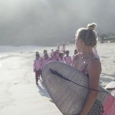 Local intrigue with Felicity's board art | @billabongwomens Instagram