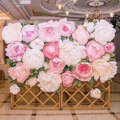 Любимая всеми пионовая стена сдается в аренду Количество цветов любое. Можно закрепить на стену, на арку, на любую фотозону. Цветы: бежевые, белые, несколько оттенков розового, сереневые. Возможна сборка с живой зеленью. Аренда цветов - 2000 р за кв.м. ______________________________________________________ По вопросам: +7952-909-91-99/Директ IN INGLISH - DIRECT