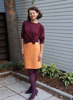 orange leatherskirt burgungy pullover purple pumps Brown Leather Skirt, Purple Pumps, Shirt Dress, T Shirt, Pullover, Orange, My Style, Skirts, Dresses