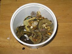 Separating gold parts from eletronics