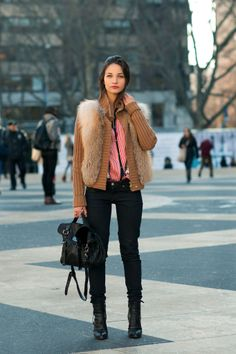 MARIA DUEÑAS JACOBS  Accessories Editor, Glamour Magazine U.S.    -Gucci Jacket  -ETRO Blouse  -Lofli Jean  -Reed Krakoff Boots  -Mulberry Bag