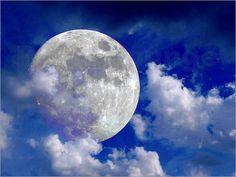 Vollmond in Wolken Poster von Pirmin Nohr all blau himmel mond Planet Trabant universum Vollmond weiß wolken Fantasy & Mythologie Naturschauspiele space blue sky moon universe fullmoon white clouds