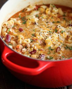 One Pot Chili Mac and Cheese - Two favorite comfort foods come together in this easy, 30 min one-pot meal that the whole family will love! Two favorite comfort foods come together in this easy, 30 min one-pot meal that the whole family will love! Crock Pot Recipes, Fall Soup Recipes, Great Recipes, Cooking Recipes, Healthy Recipes, Cheese Recipes, Noodle Recipes, Damn Delicious Recipes, Delicious Food