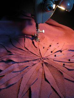 Ajattelin tehdä jutun  yhden vaatteen valmistusprosessista ideasta lähtien.  Kaikkihan näyttää syntyvän itsestään,  helposti ja nopeasti,...