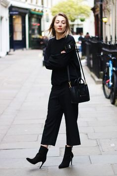 59 Best Ideas for how to wear culottes in winter ankle boots Cute Women Fall Outfits And Trends Black Culottes Outfit, Leather Culottes, How To Wear Culottes, How To Wear Ankle Boots, How To Wear Sneakers, Suede Ankle Boots, Black Ankle Boots, High Boots, Fall Outfits For Work