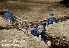 2-G55-F1-1916-7-B French soldiers in trenches, circa 1916 akg-images