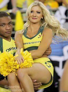 Oregon Cheerleaders, Hottest Nfl Cheerleaders, Football Cheerleaders, Cheerleader Girls, College Cheerleading, Cheerleading Pictures, Cheer Pictures, Cheerleading Outfits, Ncaa College