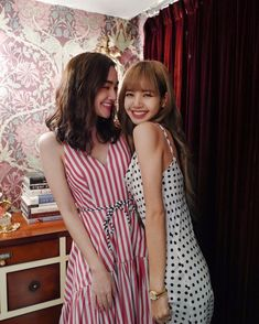 """dianaflipo IG update with Lisa Whatever you go, Whatever you do, you always have my support. luv u lil sis💕 lalalalisa_m"" South Korean Girls, Korean Girl Groups, Rapper, Cute Little Baby Girl, Number One Hits, Lil Sis, Kpop, Blackpink Lisa, Art"