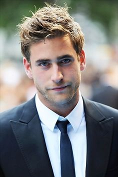 Also besotted with Oliver Jackson-Cohen, look at those eyes!