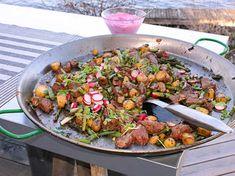 Rootbeet-tzatziki is the interesting part Grilling Recipes, Cooking Recipes, Swedish Recipes, Swedish Foods, Tzatziki, Kung Pao Chicken, Wok, Food Hacks, Food Tips
