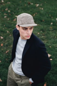 An amazing casual outfit with a Larose Paris feat Pine cap and a structured coat Paris Winter, Autumn Winter Fashion, Winter Style, Fall Winter, Cool Outfits, Casual Outfits, Men Casual, Elegant Man, Hats For Men