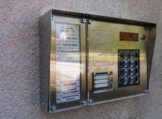 Dp3000 Társasházi digitális kaputelefon védőplexi. http://tarsashazikaputelefon.hu/dp3000-kaputelefonok.html