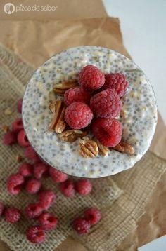 Avena de refrigerador - Overnight oats. La dejas lista una noche antes de irte a dormir y en la mañana solo sirves y disfrutas un desayuno muy saludable, sin complicaciones y sin ensuciar mucho.