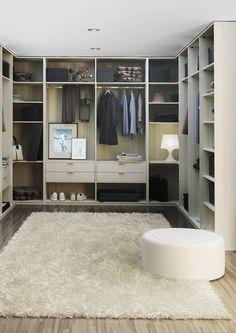 Prakticná otevřená šatna navazující na vaši ložnici. Zobrazené provedení: dub přírodní.