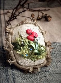 Wonderful Ribbon Embroidery Flowers by Hand Ideas. Enchanting Ribbon Embroidery Flowers by Hand Ideas. Types Of Embroidery, Silk Ribbon Embroidery, Hand Embroidery Designs, Embroidery Stitches, Ribbon Art, Diy Ribbon, Textiles, Uses Of Silk, Brazilian Embroidery