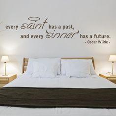 """Adesivo Murale - Oscar Wilde.  Adesivo murale di alta qualità con pellicola opaca di facile installazione. Lo sticker si può applicare su qualsiasi superficie liscia: muro, vetro, legno e plastica.  L'adesivo murale """"Oscar Wilde, Sinner"""" è ideale per decorare la camera da letto. Adesivi Murali."""