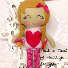 Valentine Pocket Pretty Doll from Sew Many Pretties. Perfect heart pocket to stick a note for your sweetie. www.sewmanypretties.com