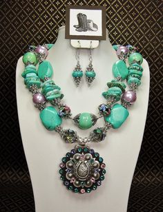 TURQUOISE CHUNKY Big Bold Cowgirl Statement Necklace with Horsehose Concho Pendant - HoRSeSHoE FaNCy