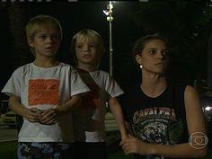 Famosos nas Manifestações - Fernanda Lima com os filhos no Rio de Janeiro 21/06/2013  #VemPraRua #OGiganteAcordou #ForaFeliciano #ForaFelicianus #ForaRenan  #NaoPec37 #ChangeBrazil #SemViolencia   protestosfernandalima.JPG (640×480)