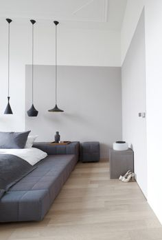 Like the three lamp shapes in same color- herenhuis Den Haag © Remy Meijers38 - Beat lights pendants by Tom Dixon