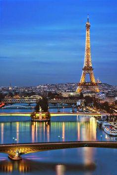 Paris illuminée. . . ville de lumière