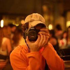 Mi nombre es Ignacio y tengo un sueño muy grande: quiero fotografiar 100 besos en cada ciudad del mundo.    Ya lo logré en varias ciudades como: TOKYO - NYC- MEXICO - LONDON - PARIS - BUENOS AIRES - BERLIN - BARCELONA y ROMA en este momento.    Todavía queda mucho por recorrer. 100 WORLD KISSES es un proyecto que tiene como finalidad desparramar amor, paz y esperanza en todo el mundo.    Muchas gracias por compartirlo con tus amigos y quedarte cerca.    ENGLISH:  My name is Ignacio and I…
