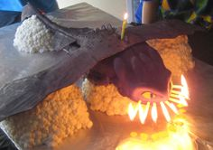 Cake of Toothless from How to Train Your Dragon - Toothless 'Breathing Fire' I love the idea of the fire (candles) coming out of his mouth