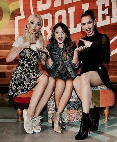 Karol con Dove y Sofia en el Jam and Roller! Será que en una parte de la serie actuarán las tres juntas? Esperemos que sí!