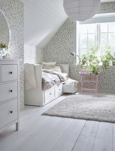 Best Ikea Furniture And Decor Pieces For Small Bedrooms Best Ikea Furniture And Decor Pieces For Small Bedrooms Caroline Meine Wohnung mein Leben mit dir Shop domino […] for home living room top 10 Ikea Hemnes Daybed, Hemnes Bed, Ikea Small Bedroom, Daybed Room, Decoracion Vintage Chic, Decoration Ikea, Best Ikea, Small Room Design, One Bedroom Apartment