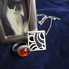 Zilveren ring en zilveren hanger. Ontwerpen van www.karenklein.eu
