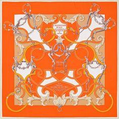 L'Instruction du Roy | 2016年春夏コレクション |《帝王学》| カレ・ジェアン ツイル・プリュム | シルクツイル シルク 100% | サイズ: 140×140 cm ~ アンリ・ドリニー によるデザイン | 商品番号 : H431761S 04 orange | ¥112,320